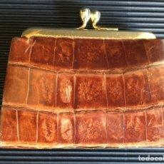 Antigüedades: ANTIGUO Y PEQUEÑO MONEDERO DE PIEL, EN BUEN ESTADO. Lote 156042358