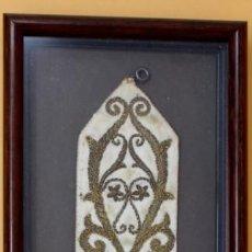 Antigüedades: ANTIGUO LLAMADOR BORDADO, ENMARCADO.. Lote 156155430