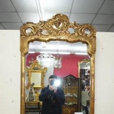 Antigüedades: ESPEJO ANTIGUO DORADO DE MADERA TALLADA. Lote 156179958