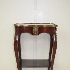 Antigüedades: ANTIGUA MESA TELEFONERA LUIS XV CON BRONCES. Lote 156180978