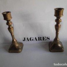 Antigüedades: CANDELABROS PEQUEÑOS DE BRONCE (PAREJA). Lote 156246082