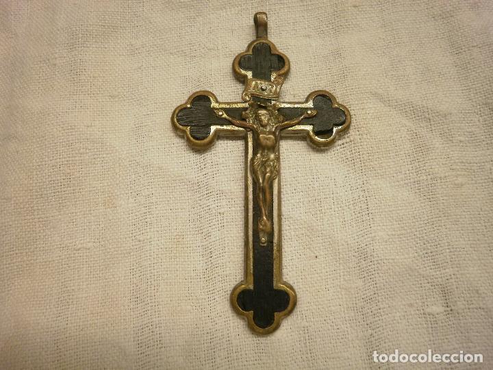 ANTIGUO CRUCIFIJO CONVENTUAL DE MADERA Y METAL. (Antigüedades - Religiosas - Crucifijos Antiguos)