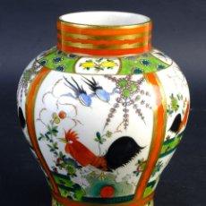 Antigüedades: JARRÓN EN PORCELANA CHINA PINTADA Y ESMALTADA SIGLO XX. Lote 156290714