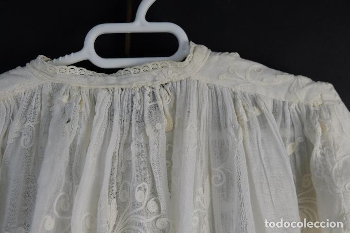 Antigüedades: Vestido de bautizo bordado a mano principios siglo XX - Foto 2 - 156290770