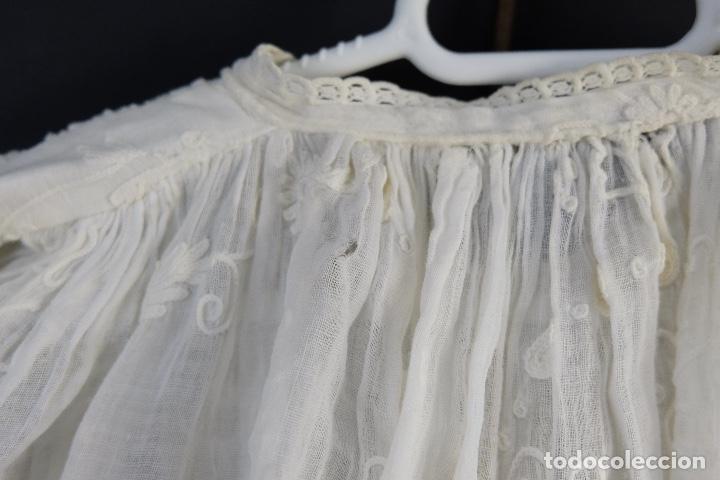 Antigüedades: Vestido de bautizo bordado a mano principios siglo XX - Foto 8 - 156290770