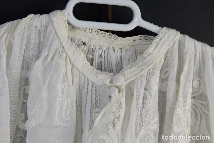 Antigüedades: Vestido de bautizo bordado a mano principios siglo XX - Foto 11 - 156290770