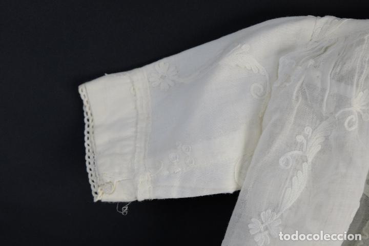 Antigüedades: Vestido de bautizo bordado a mano principios siglo XX - Foto 13 - 156290770