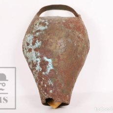 Antigüedades: ANTIGUO CENCERRO / CAMPANO DE METAL PARA BUEY / VACA - MEDIDAS 15,5 X 13 X 26 CM. Lote 156472810