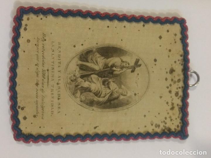 MARCO ES SEDA DE LA BENDITA Y ALABADA SEA LA SANTÍSIMA TTRINIDAD. 11 X 8 CM (Antigüedades - Religiosas - Escapularios Antiguos)