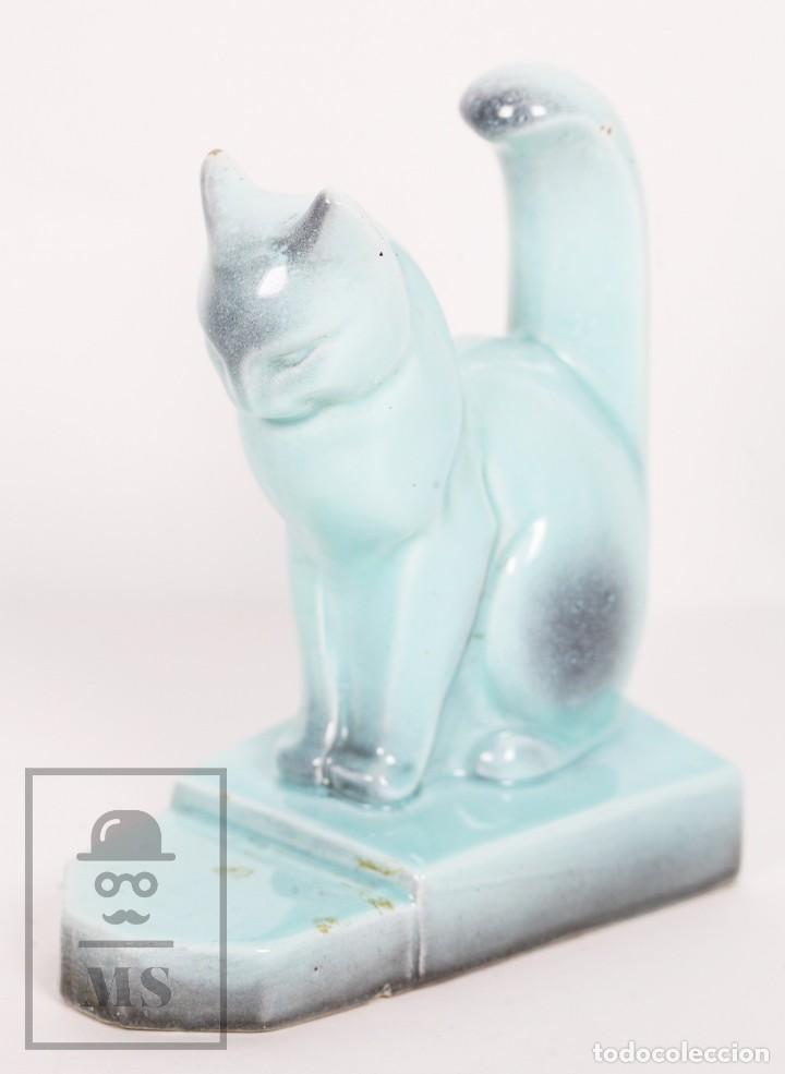 Antigüedades: Figura de Cerámica Vidriada Estilo Art Déco - Gato - Azul Aguamarina - Medidas 12,5 x 7,5 x 14 cm - Foto 2 - 156493310
