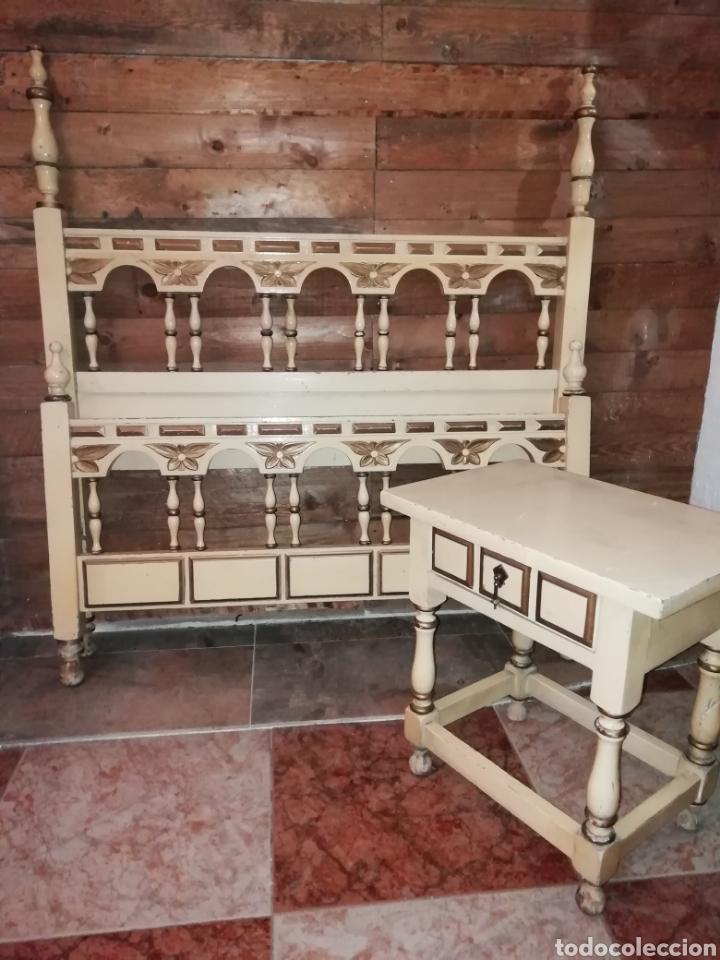 CONJUNTO DE CAMA ANTIGUA Y MESITA (Antigüedades - Muebles Antiguos - Camas Antiguas)