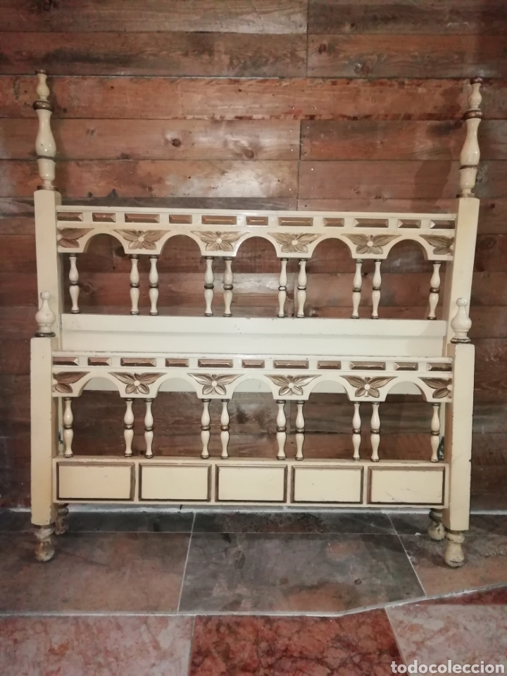 Antigüedades: Conjunto de cama antigua y mesita - Foto 2 - 156517525