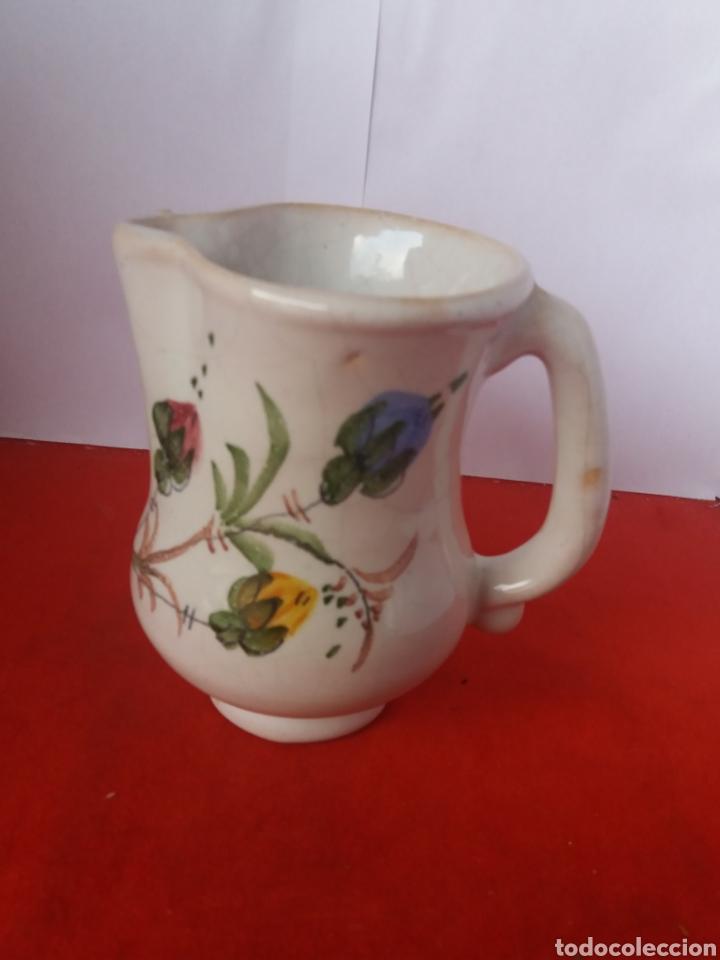 Antigüedades: Antigua jarra decorada con flores Lario - Foto 2 - 156534953