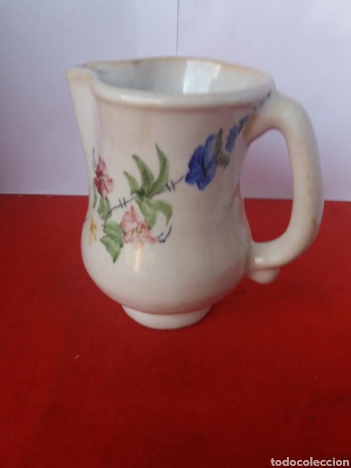 Antigüedades: Bonita jarra decorada con flores Lario - Foto 2 - 156536534
