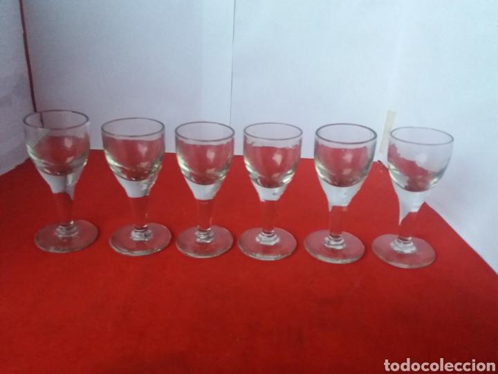 Antigüedades: Bonita bandejas de cristal prensado con seis copas - Foto 4 - 156539780