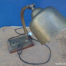 Antigüedades: RARA LAMPARA DE MESA EN LATON AÑOS 40. Lote 156556270
