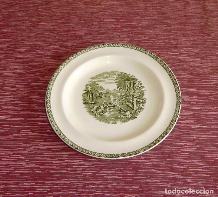 PLATO DE PORCELANA WEDGWOOD OF ETRURIA Y BARLASTON ENGLAND-LUGANO. (Antigüedades - Porcelanas y Cerámicas - Inglesa, Bristol y Otros)