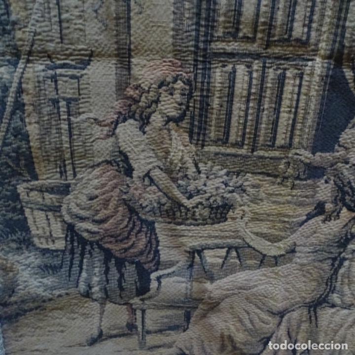 Antigüedades: Antiguo Tapiz estandarte de escena galante. - Foto 2 - 156559926