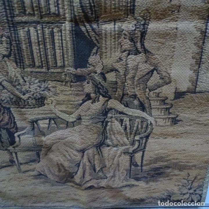 Antigüedades: Antiguo Tapiz estandarte de escena galante. - Foto 3 - 156559926