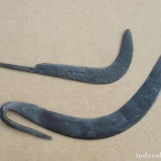 Antigüedades: LOTE DE 2 HOJAS DE HOZ CORBELLA. ANTIGUA HERRAMIENTA PARA AGRICULTURA CAMPO. HIERRO FORJADO . Lote 156574842