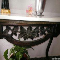 Antigüedades: CONSOLA PINO TALLADA ANTIGUA CON MARMOL. Lote 156586886