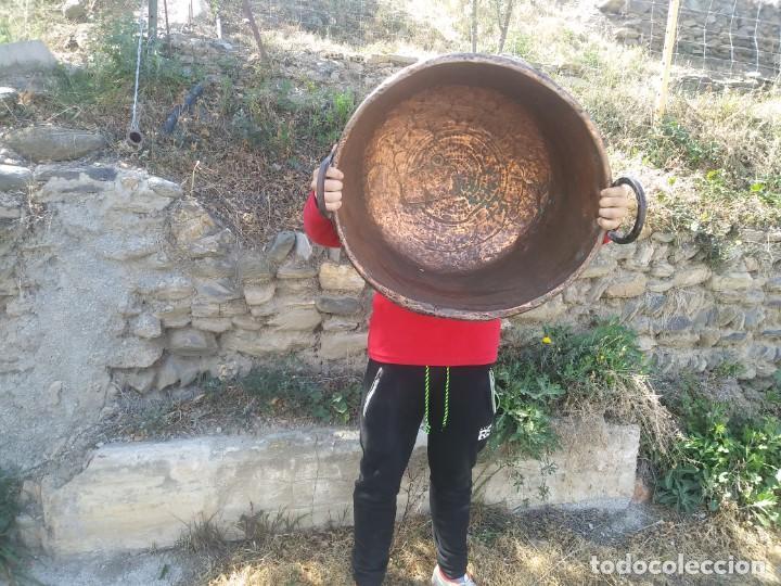 ANTIGUO BARREÑO DE COBRE GRANDE CALDERA GRANADINO CINCELADO GRANADA (Antigüedades - Técnicas - Rústicas - Utensilios del Hogar)