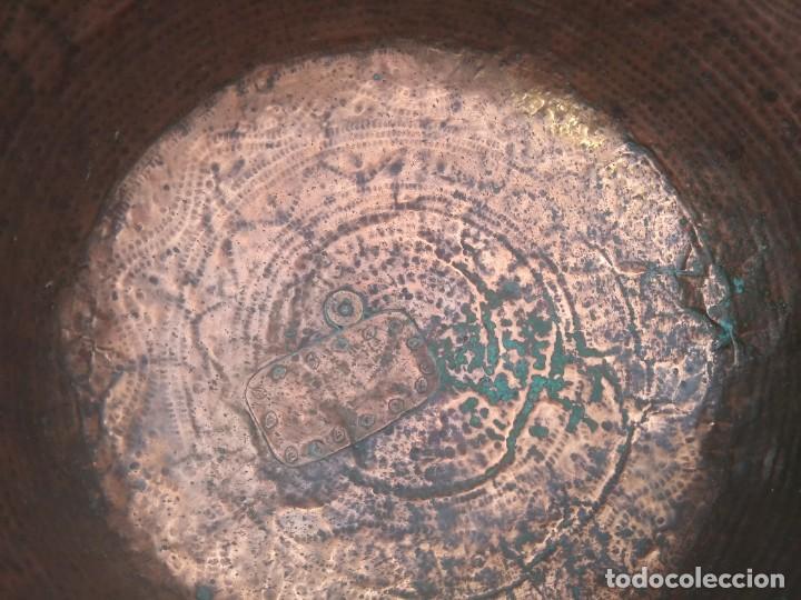 Antigüedades: Antiguo BARREÑO de COBRE GRANDE CALDERA Granadino cincelado Granada - Foto 5 - 156610914