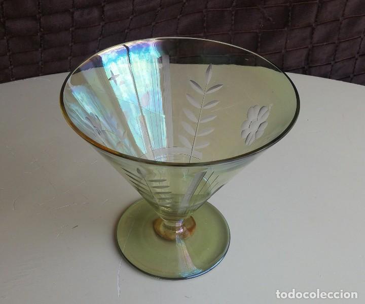 Antigüedades: Gran copa decorativa con tallados y tonos irisados - Foto 3 - 156615190