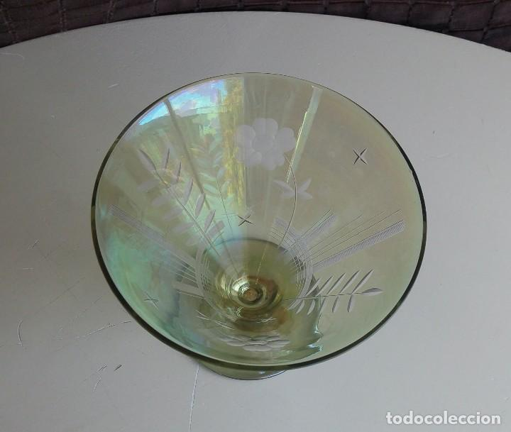 Antigüedades: Gran copa decorativa con tallados y tonos irisados - Foto 6 - 156615190