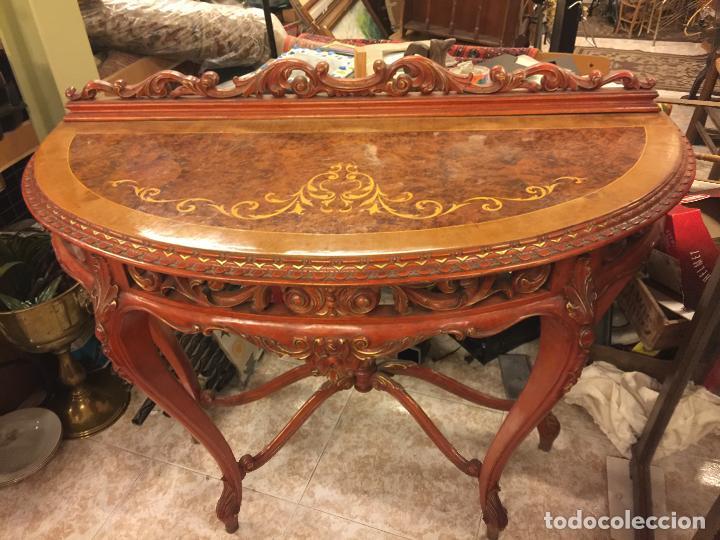 Antigüedades: Encantadora consola, con espectacular decoracion y acabado de la talla. Muy buen estado y tamaño. - Foto 4 - 160776521