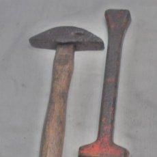 Antigüedades: YUNQUE DE AFILAR O PICAR GUADAÑAS Y MARTILLO. Lote 156655326