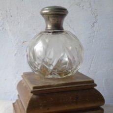 Antigüedades: FRASCO BOTELLA PERFUME ANTIGUA CRISTAL TALLADO CON TAPON DE CRISTAL. Lote 195132346