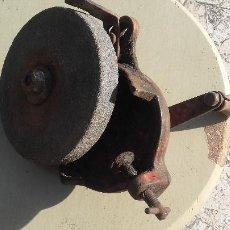 Antigüedades: PIEDRA DE AFILAR, ESMERIL MANUAL. Lote 156666682