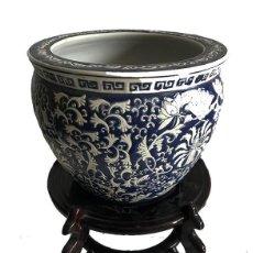 Antigüedades: JARRÓN DE CERÁMICA CHINA EN AZUL COBALTO SELLO ROJO. Lote 156675662