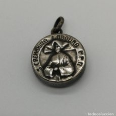 Antigüedades: MEDALLA RELICARIO ANTIGUO CON RELIQUIA DE SANTA CATALINA LABOURE, (CATHERINE LABOURE). . Lote 156707106
