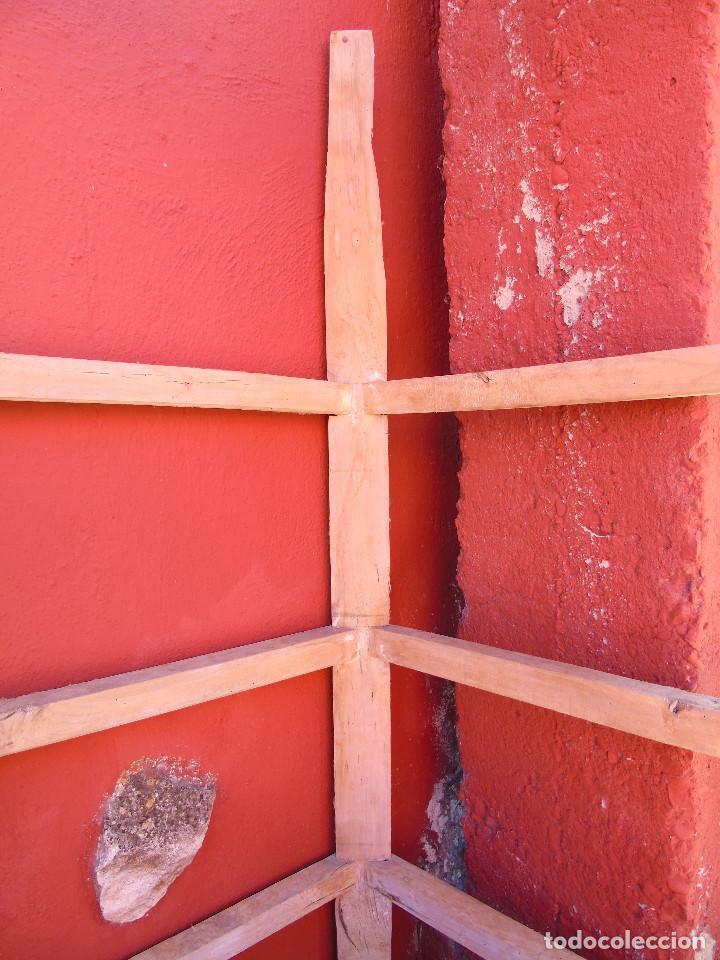 Antigüedades: ANTIGUO ESQUINERO DE MADERA, ESTRUCTURA. TOTALMENTE LIMPIO. - Foto 13 - 156715918