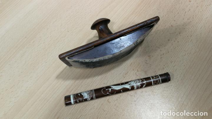 Antigüedades: Antiguo secante de tinta y rara especie de pluma o algo así - Foto 5 - 156746546