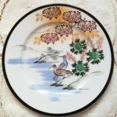 Antigüedades: PLATO DE PORCELANA JAPONESA. MARCA EN BASE 'KUTANI CHINA MADE IN JAPAN'. Lote 156760130