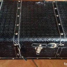 Antigüedades: PEQUEÑO ARCÒN, BAUL MALETA. Lote 156761614