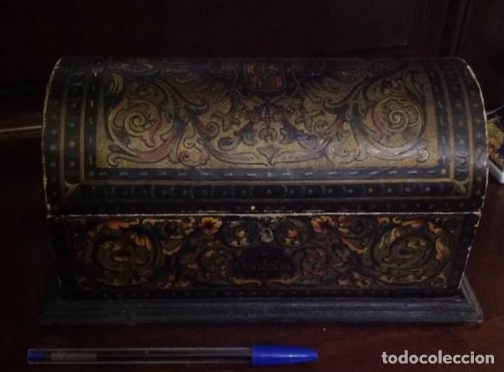 ANTIGUO COFRE CON ESCUDOS DE CÓRDOBA (Antigüedades - Muebles Antiguos - Baúles Antiguos)