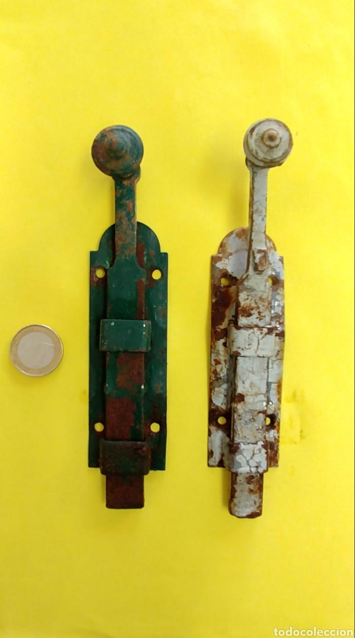 2 CERROJOS PAR PUERTA O VENTANA (Antigüedades - Técnicas - Rústicas - Utensilios del Hogar)