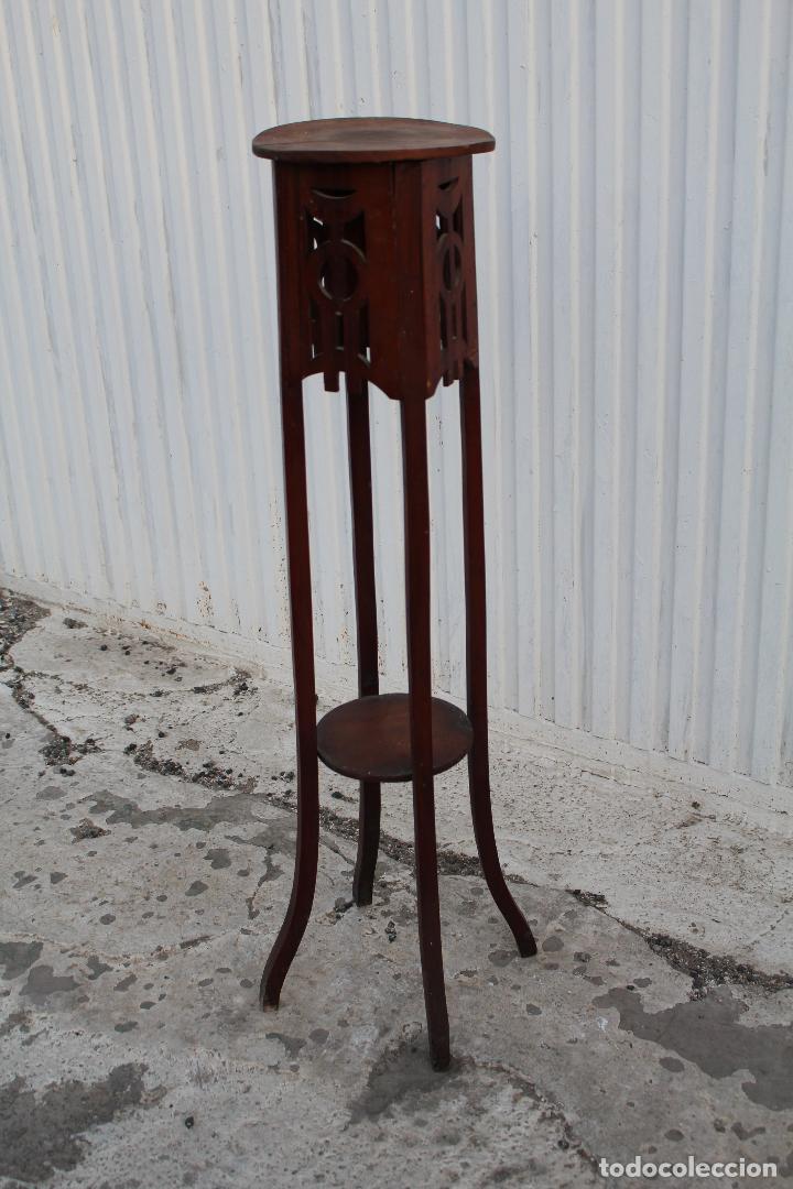 Antigüedades: mesita jardinera peana en madera de nogal - Foto 3 - 156796582