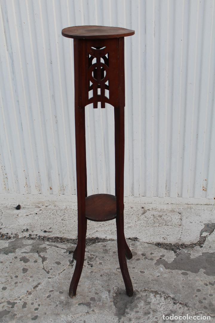 Antigüedades: mesita jardinera peana en madera de nogal - Foto 4 - 156796582