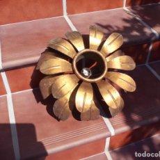 Antigüedades: ANTIGUA LAMPARA DE FORJA, CON HOJAS METAL DORADA, TIPO ESPEJOS DE SOL.. Lote 156824254