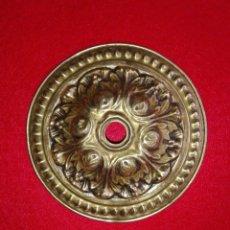 Antigüedades: PIEZA DE LATON DORADO PARA LAMPARA ADORNO DECORACION. Lote 156830478