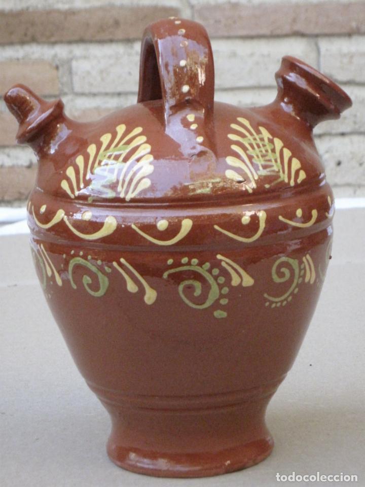 BOTIJO EN CERAMICA VIDRIADA EN MELADO CON DIBUJOS A LA BORBOTINA: (Antigüedades - Porcelanas y Cerámicas - Otras)