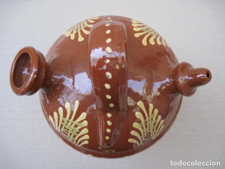 Antigüedades: BOTIJO EN CERAMICA VIDRIADA EN MELADO CON DIBUJOS A LA BORBOTINA: - Foto 5 - 156881374