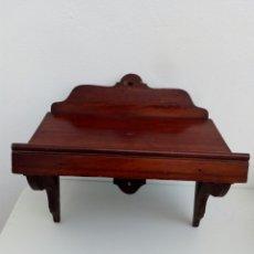 Antigüedades: ATRIL REPISA DE PARED EN MADERA DE CAOBA MARCA. SIGLO XIX. Lote 156888452