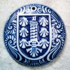 Antigüedades: ESCUDO DE A CORUÑA (TORRE DE HÉRCULES), DE SARGADELOS. Lote 156894478