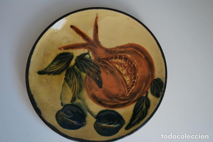 Antigüedades: PLATO DE CERÁMICA DE LA BISBAL - FRUTAS - Foto 2 - 156900862